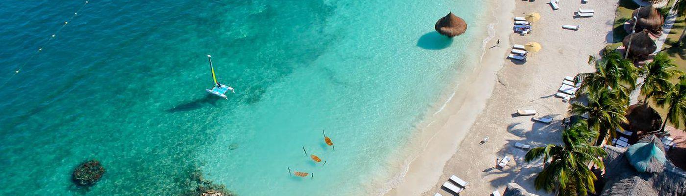 Kolumbien-Isla-Mucura-Hotel-Punta-Faro-Strand