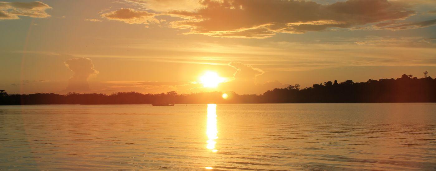 Ecuador Cuyabeno Kanu sunset