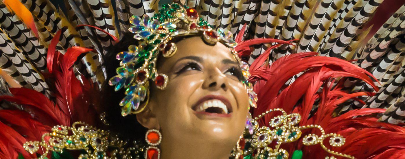 Brasilien-Sambataenzerin-iStock-993161114