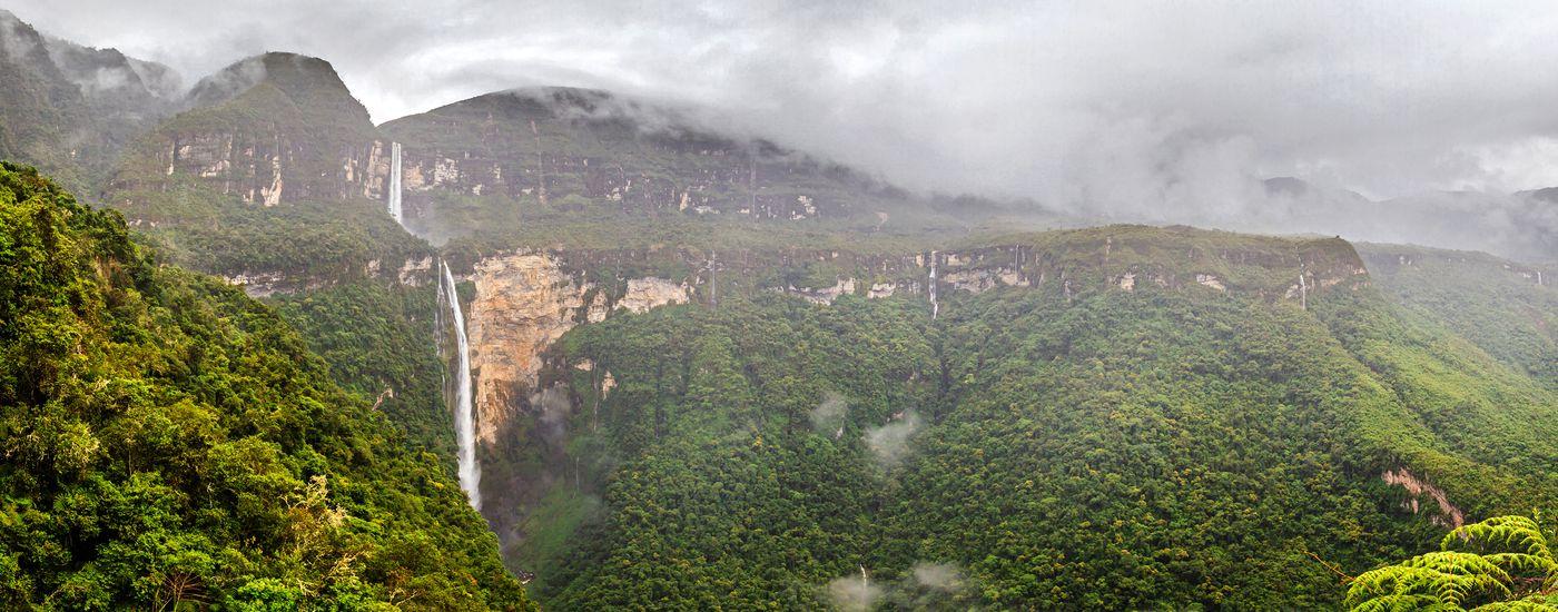 Peru Norden Gocta Wasserfall nachbearbeitet AdobeStock 251860327