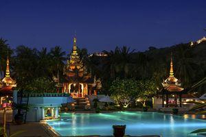 Myanmar Mandalay Buddha Statuen Moench