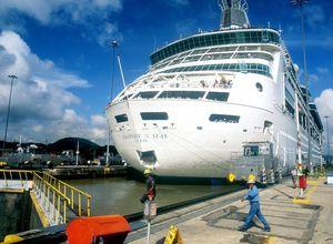 miraflores mit schiff
