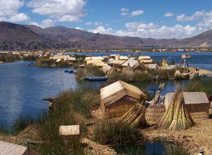 Schwimmende Schilfinseln uros im Titicacasee