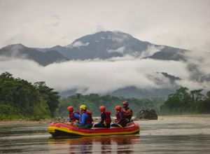 ecuador hakuna matata water rafting