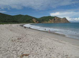 ecuador puerto lopez playa los frailes