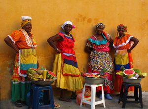 Cartagena Kolumbien - Frauen in landestypischer Kleidung