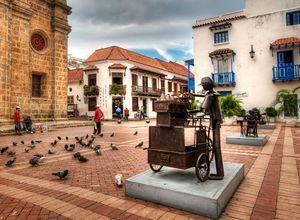 Bronzestatue auf dem Plaza Mayor in Cartagena