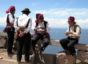 Strickende Männer von Taquile, Peru