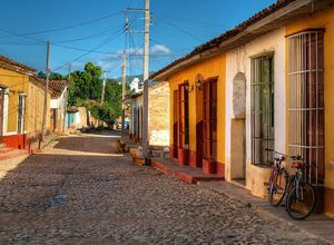kuba trinidad strasse mit fahrrad2