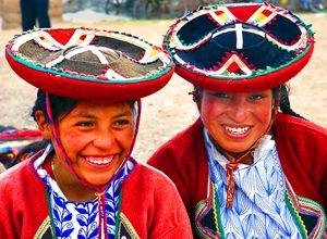 Zwei Frauen aus Chinchero (nahe Cusco) in Tracht