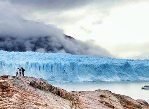 Perito Moreno Gletscher mit Menschen und Boot