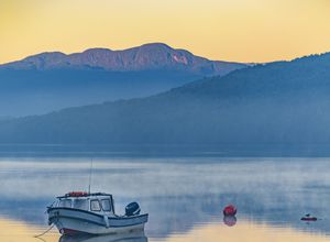 Chile-Puyuhuapi-See-Boot-istock-892412438