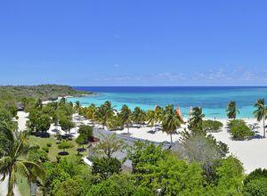 Kuba-Guardalavaca-Sol-rio-de-luna-y-mares-Strand