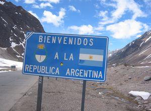 Argentinien-Grenze-Straßenschild-Eingang ins Land