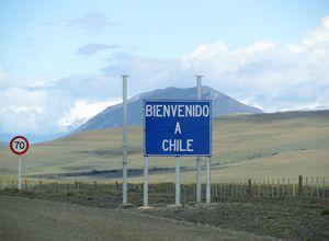 Chile-Straßenschild-Grenze Chile-Eingang-Berg