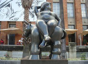 Kolumbien Medellin Bronzestatue