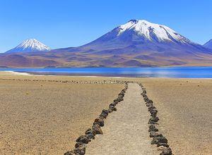 Chile Laguna Miniques Miscanti iStock 847502410