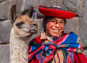 Peru Cusco Frau mit Lama iStock 497241457