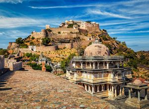 Indien Kumbhalgarh Huegel Berg Festung Weg