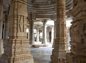 Indien Ranakpur Jain Tempel Saeulen Relief wundervoll