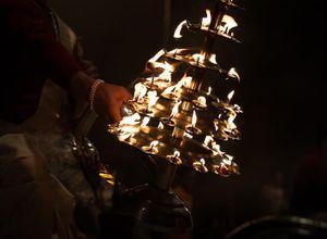 Indien Varanasi Feuer Aarti Hindu Zeremonie eindrucksvoll Reise