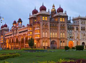 Indien Mysore Palast abends nachts Lichter