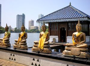 Sri Lanka Colombo See Statuen Buddha