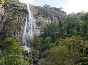 Sri Lanka Haputale Diyaluma Wasserfall spektakulaer Wanderung