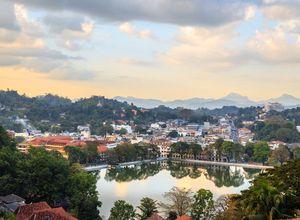Sri Lanka Kandy See Stadt gemuetlich Reiseprofi