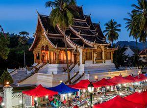 Laos Luang Prabang Nachtmarkt Abend Shopping Erlebnis