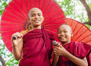 Myanmar Buddhisten Moenche Begegnung