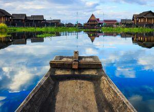 Myanmar Inle See Dorf Kanufahrt