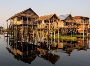Myanmar Inle See Stelzendorf Rundfahrt Einblick