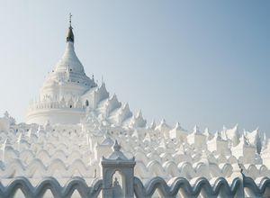 Myanmar Mandalay Hsyinbume Pagode schneeweiss beeindruckend
