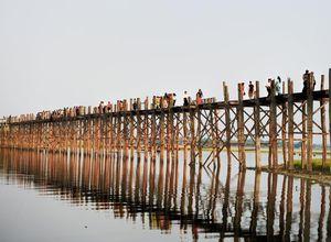 Myanmar Mandalay U Bein Bruecke Holzbruecke sehenswert