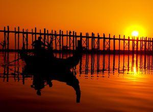 Myanmar Mandalay UBein Bruecke Sonnenuntergang Spaziergang