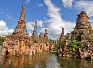 Myanmar Sagar Sunk Stupas unter Wasser Reise