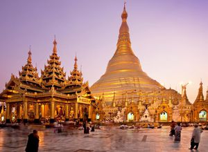 Myanmar Yangon Shwedagon Pagode Highlight Sehenswuerdigkeit