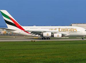 Emirates Flugzeug Urlaub Reisebuchung Reisebuero