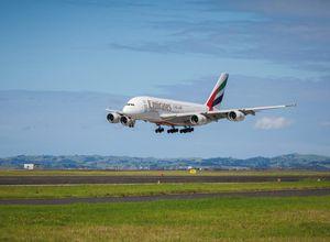 Emirates Flugzeug Urlaub Reisebuero Ferien