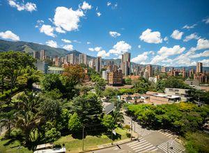Kolumbien Medellin Stadt iStock 1023022966