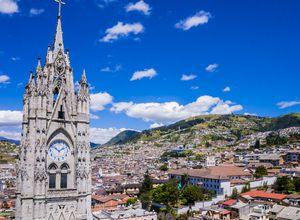 Ecuador Quito Blick auf Stadt von Basilika Voto nacional