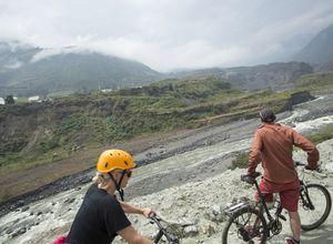 Ecuador Banos Pastaza Canoyn Aktiv Fahrrad Mountainbike iStock 964356390