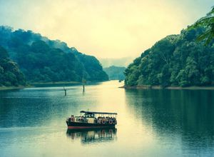 Indien Periyar Boot Safari