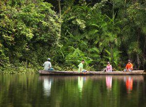 Kolumbien Amazonas Einheimische im Kanu