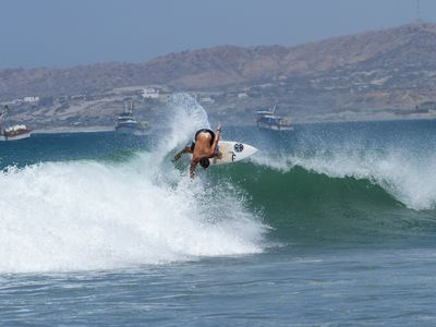 peru mancora surfer