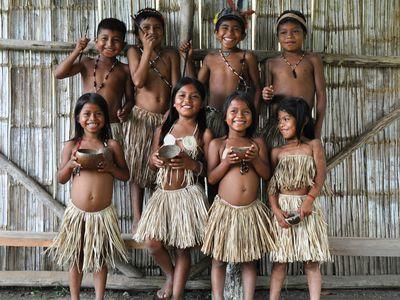 Kinder einer indigene Gemeinde im Amazonasdschungel, Ecuador