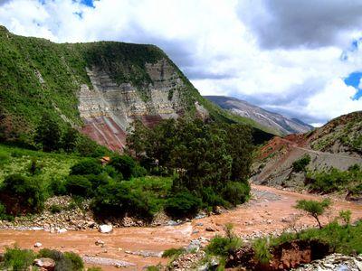 Fluss Ravaelo in der Cordillera Los Frailes bei Sucre, Bolivien
