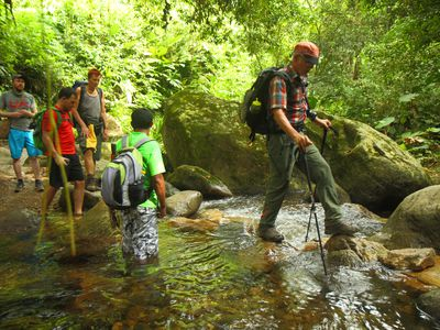 Kolumbien Santa Marta Trekking Ciudad Perdida Flussueberquerung