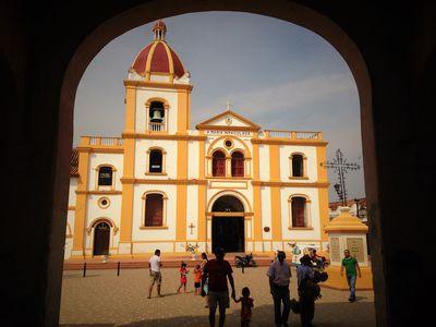 kolumbien mompox kirche bogen